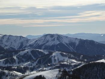 Das Skigebiet liegt nur ca. 1 Stunde von der Riviera Küste entfernt.