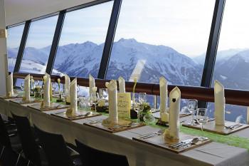 Festlich Speisen im Panoramarestaurant der Venet Gipfelhütte