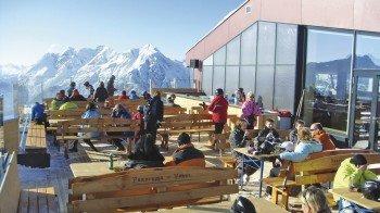 Terrasse am Panoramarestaurant der Gipfelhütte