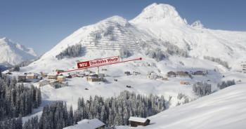 Die neue Dorfbahn führt direkt vom Dorfplatz in Warth hinauf ins Skivergnügen.