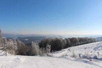 Mit dem Sessellift oben angekommen kann man das Rothaargebirge überblicken.