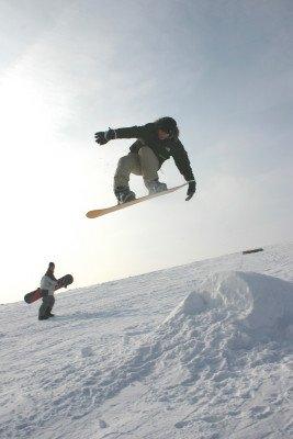 Nicht nur Skifahrer, sondern auch Snowboarder fühlen sich in der FORT FUN Winterwelt pudelwohl.