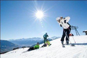 Sonnenverwöhnte Pisten erwarten die Skifahrer am Erlebnisberg Watles.