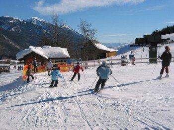 Das Skigebiet wartet mit insgesamt vier gut präparierten Pistenkilometern auf.