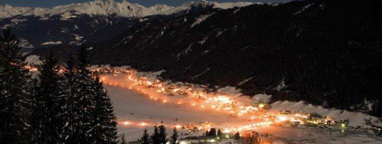 Spätestens wenn die Dunkelheit im Talort Techendorf einbricht, wird es Zeit für Aprés Ski.