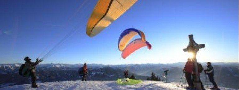 Mit der Seilbahn bringen die Bergbahnen Werfenweng Paragleiter direkt zum Startplatz