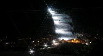 Abend kann man in Willingen nicht nur einkehren, sondern auch bei Flutlichtbetrieb noch einmal Skifahren.