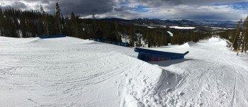 Die Superpipe zwischen den Funparks Rail Yard und Dark Territory - ein riesiger Spaß für Skihasen.