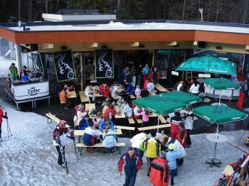 Der Arena Treff unweit der Talstation lädt zum Après Ski ein.