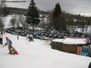Genügend Parkflächen (kostenpflichtig) direkt an der Talstation