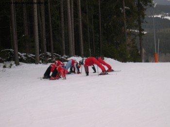 Aufwärmübungen an der 1100 m hochgelegenen Bergstation des Sesselliftes
