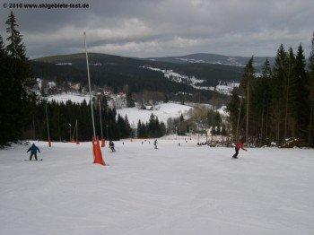 Die blauen Hänge sind viel zu flach um gute Skifahrer zu reizen.