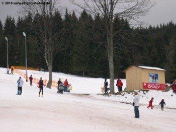 Zadov Churanov ist ein echtes Familienskigebiet, was der hohe Anteil an Kindern belegt.