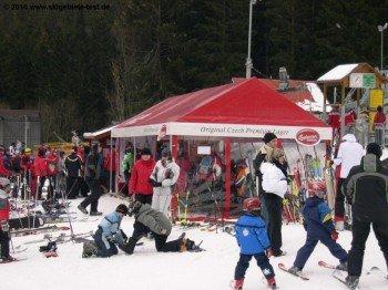 Rappelvoll: Die Zelte an der Talstation der 4er Sesselbahn sind ein echter Magnet.