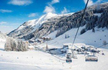 Weltcuparena Zauchensee - mit unterirdischer Gastromeile, Kassenräumen, Apres Ski und dem Seminarzentrum alpinseminar.at
