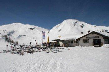 Beliebter Treffpunkt mit traumhafter Sonnenterasse - die Gamskogelhütte auf 1900 m!