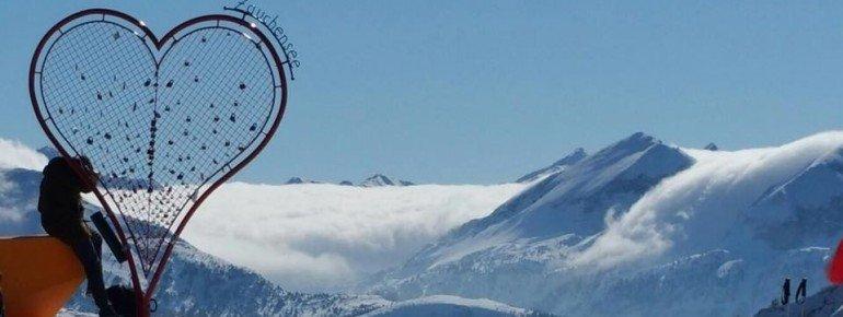 Eine tolle Idee des Zauchensee-Teams: Ein Herz für Verliebte vor einem grandiosen Panorama