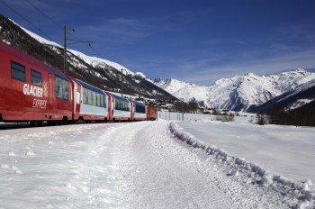 Die letzten Kilometer muss das Auto stehen gelassen werden: Mit dem Glacier Express von Täsch nach Zermatt