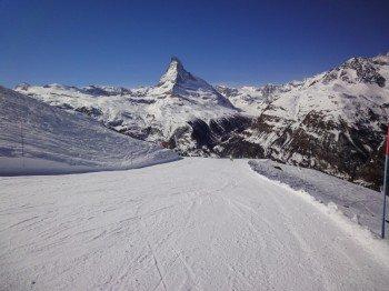 Nicht selbstverständlich, aber in Zermatt perfekt umgesetzt: Farbige Pistenbeschränkungen sorgen für Sicherheit und Orientierung!