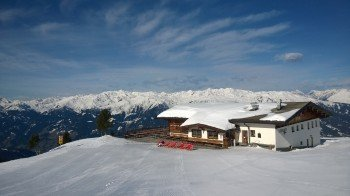 Perfekte Aussicht über das Zillertal bis zum Hintertuxer Gletscher hast Du von der Sonnenterasse der Kreuzjochalm.