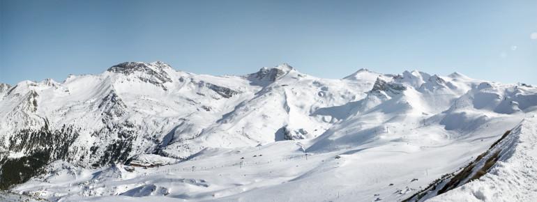 Panoramablick über das Skigebiet Hintertuxer Gletscher