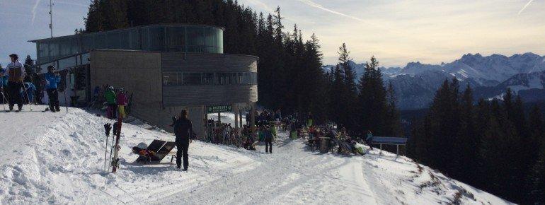 Beim Après-Ski in Hörnis Nest lässt sich das Panorama genießen