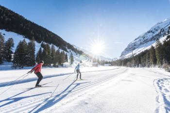 Langlauffans erwarten in Gstaad 91,3 Loipenkilometer in allen Schwierigkeitsstufen.