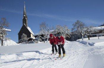 Der Ort Inzell in den bayerischen Alpen lockt im Winter mit herrlichen Langlaufloipen.