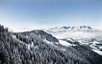Die Kitzbüheler Alpen lassen sich bestens auf Langlaufskiern erkunden.
