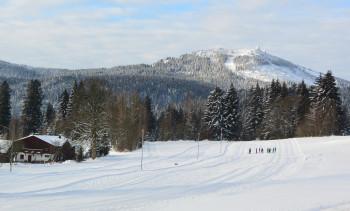 Langlaufen im Langlaufzentrum Bayerisch Eisenstein mit Blick auf den Großen Arber (1.456m)