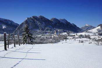 Rund 20 km Loipen führen durch die Winterlandschaft von Pfronten.
