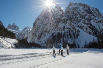 Eine 21,5 km lange Runde führt von Toblach zum Aussichtspunkt Drei-Zinnen-Blick.