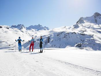 Schneesichere Loipen erwarten dich auf der Silvretta-Bielerhöhe.