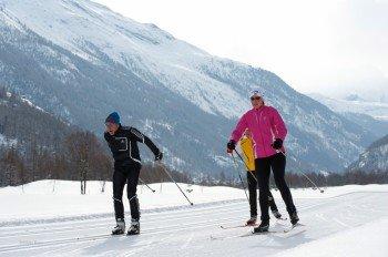 Die Strecken werden sowohl für den klassischen Langlauf als auch zum Skating gespurt.