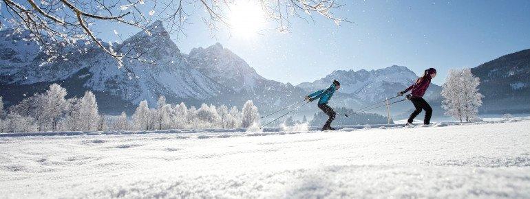 Auf der Rundloipe im Moos in Berwang findet einmal wöchentlich ein Biathlon statt