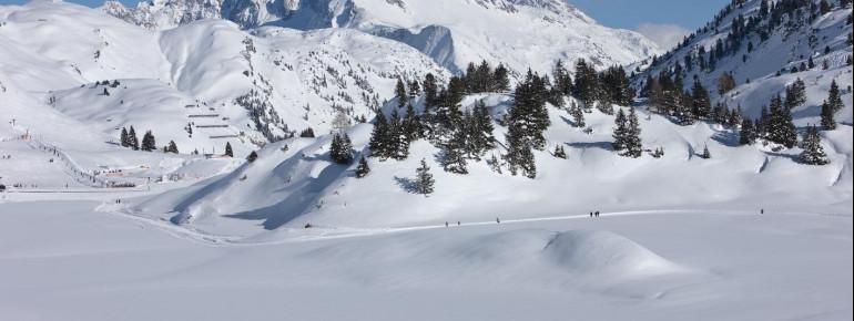 Die Langläufer erwartet am Hochtannbergpass ein traumhaftes Bergpanorama Hochtannbergpass. Im Bild zu sehen ist der Biberkopf.
