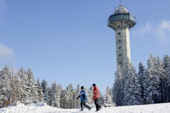 Die Hochheideloipe führt am Hochheide-Turm auf dem Ettelsberg vorbei.