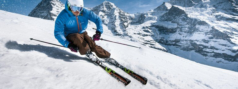 Skifahrer vor Eiger, Mönch und Jungfrau