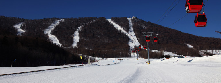 Moderne Gondeln im Skigebiet Sun Mountain Yabuli