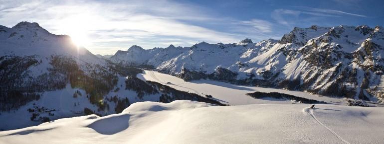 Skifahren vor beeindruckender Kulisse in Engadin St. Moritz
