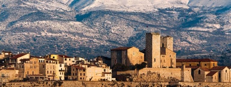Skifahren mit Blick zum Meer bietet das Département im Südosten Frankreichs