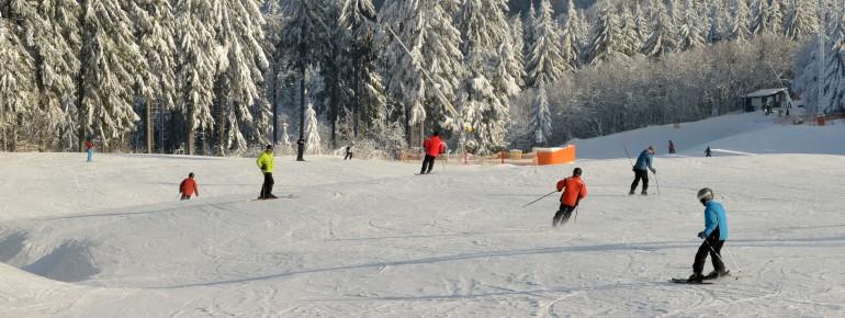 Skifahren auf der Wasserkuppe, dem höchsten Berg der Rhön